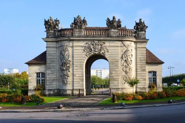 Porte du Pont à Vitry-le-François, ville ds coteaux vitryats à découvrir