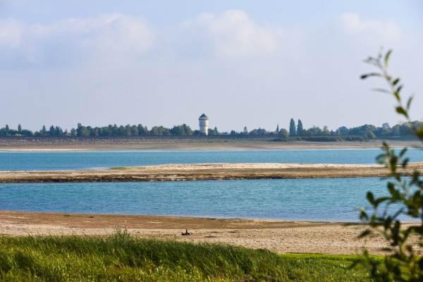 Vue du lac sur Outines