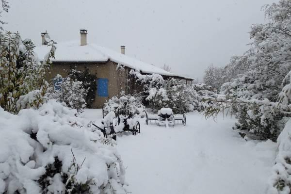 terrasse du gite sous la neige