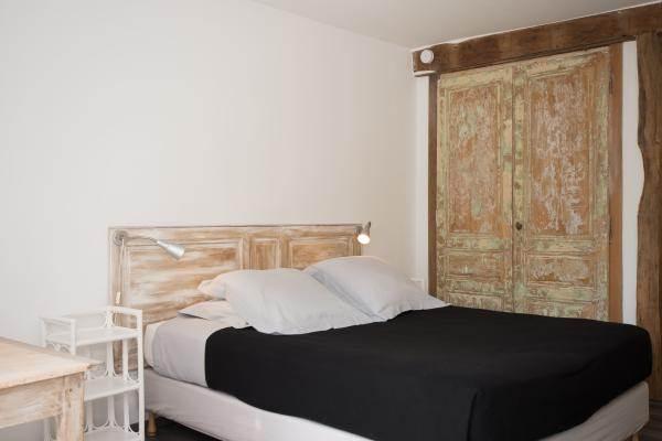 Grand lit et placard pour rangement