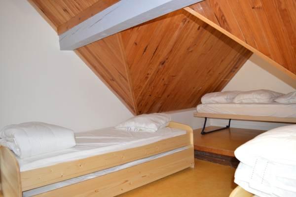 chambre fermée à l'étage. 4 lits simple ou 2 lits simples et un lit double (lits gigognes)