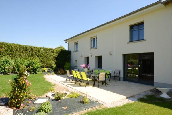 terrasse de 35 m 2 avec jardin clos 1000 m2
