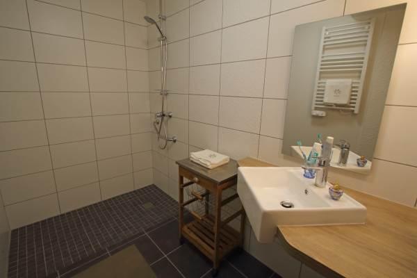 salle d'eau PMR- WC PMR séparé