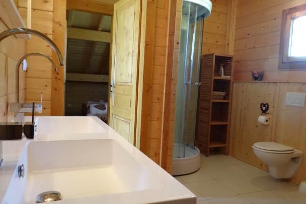 Salle de bain étage, double vasques, douche, baignoire, WC