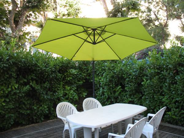 La terrasse avec parasol