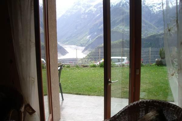 terrasse vue de l'intérieur du salon