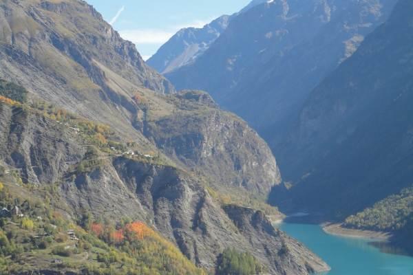Gite avec vue imprenable proximité stations de ski de l'Oisans (Isère) - barrage du Chambon vue du gîte