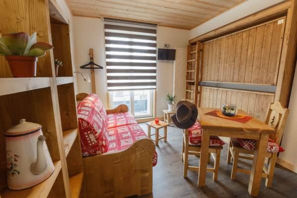 Possibilité de couchage canapé pour 2 personne OU BIEN 2 x 1 personne dans les lits rabattables
