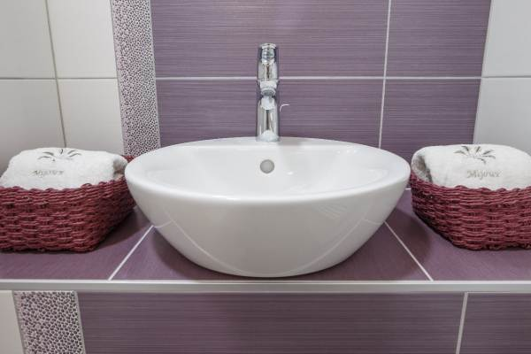 Salle d'eau à l'italienne avec lavabo