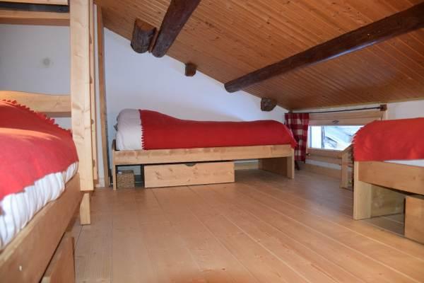 Le dortoir rouge