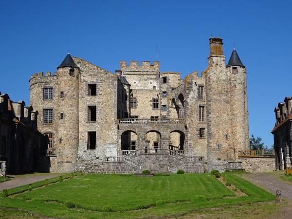 Château de Chazeron à 2 km du camping