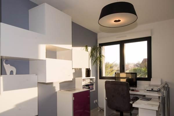 Espace bureau avec PC à disposition et connexion internet sécurisée