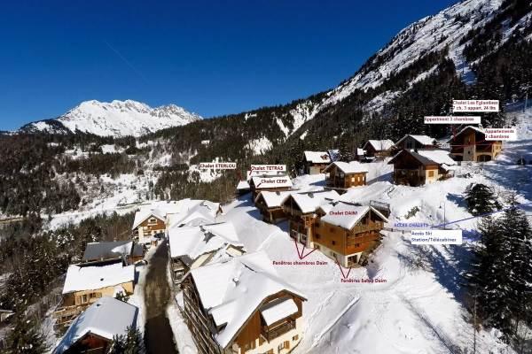 Secteur chalets Pré-Genty A droite: accès/départ à ski / Chalet Les Eglantines