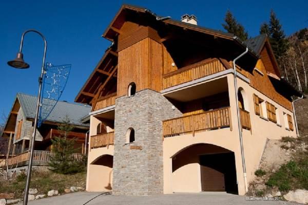 Chalet Les Eglantines en Eté: 1er étage: 2 appartements 2 chambres chacun  / 2ème étage: Appartement 3 chambres
