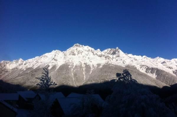 Vue sur le Massif de Belledonne depuis le secteur chalet, un matin ...