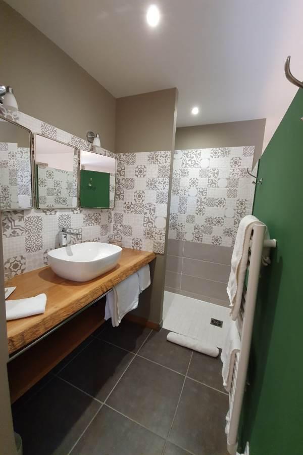 Côté prairie, salle d'eau privative, douche à l'italienne, dressing