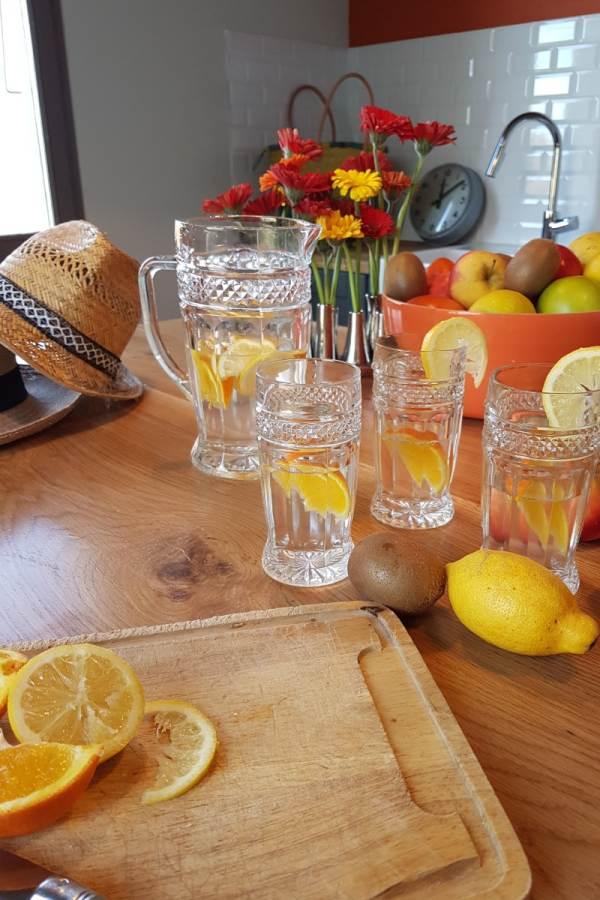 Préparation d'une eau aromatisée pour rafraîchir nos Hôtes