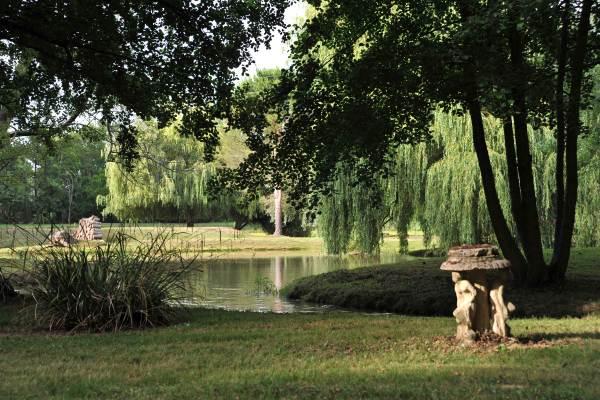Parc avec ruisseau, canaux, et lac de 5 ha