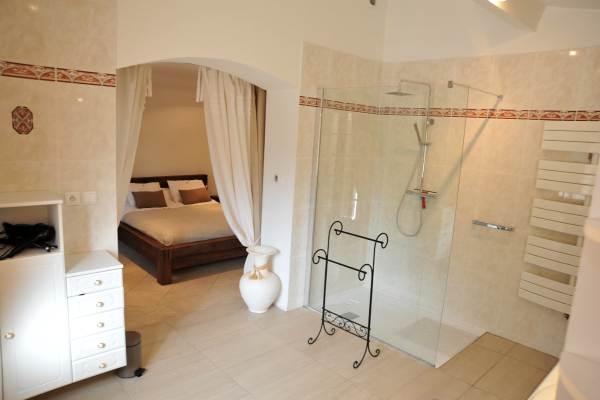 Chambre R/C et sa salle de bain