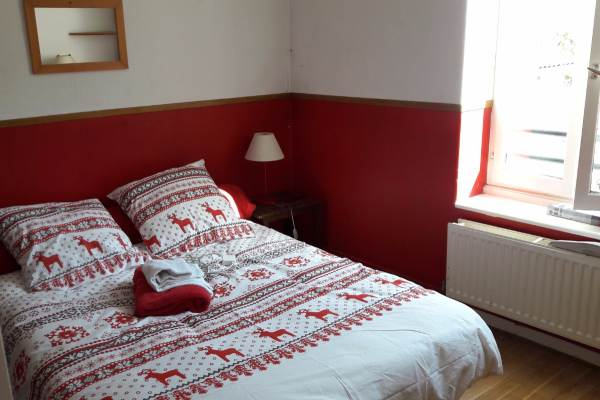 Une des chambres double dans la maison
