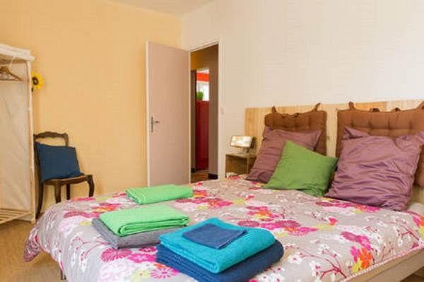 Chambre nature au rez de chaussée, accès sur le jardin lit double 160/200
