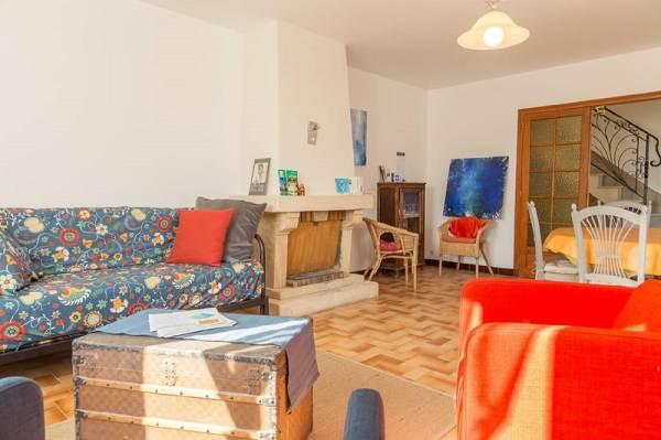 salon, salle à manger, avec cheminée et accès direct sur le jardin