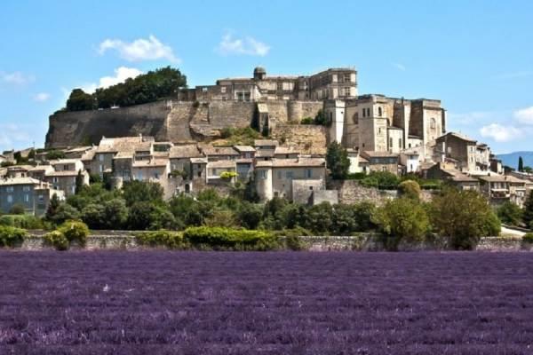 Le village de Grignan avec son château
