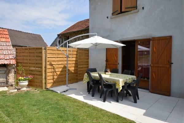 Terrasse accessible depuis cuisine Gîte du Lavoir