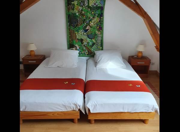 Chambre aux 2 lits jumelés à l'étage