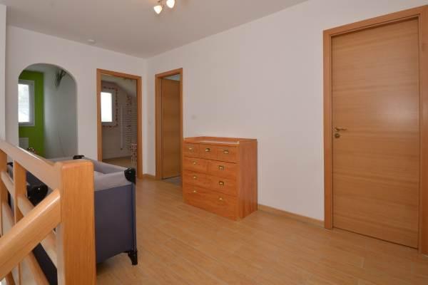 Palier étage desservant 4 chambres 1 salle de bain et 1 wc indépendant