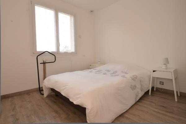 """Chambre étage pour 2 personnes Location """"Ma Deuxième Maison"""""""