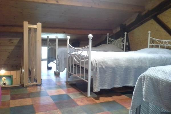 chambre 2 à l'étage. 3 lits 90x190