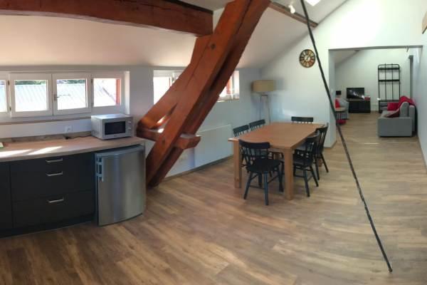 Vue panoramique, cuisine, salle à manger, salon