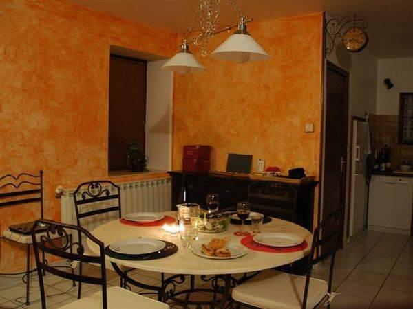 Coin salle à manger au Gîte de Roudoulouse
