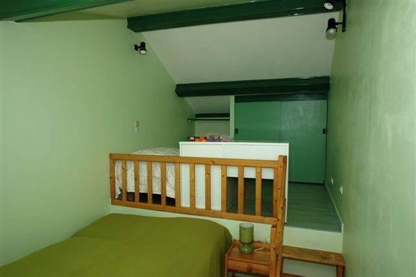 Troisième chambre au Gîte de Roudoulouse avec 1 grand lit et un lit simple
